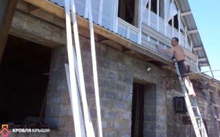 Как обшить фронтон крыши дома: с применением сайдинга и профнастила